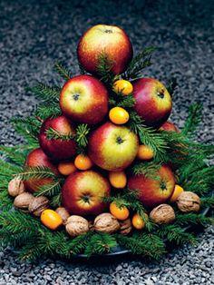 simple Christmas fruit centerpiece