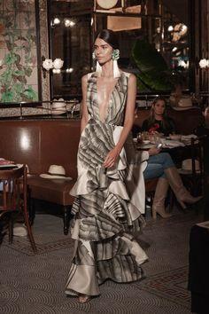 Kollektion Johanna Ortiz Resort 2019 - New York - Fashion Couture Mode, Couture Fashion, Runway Fashion, Trendy Fashion, Boho Fashion, High Fashion, Fashion Outfits, Fashion Design, Fashion Trends