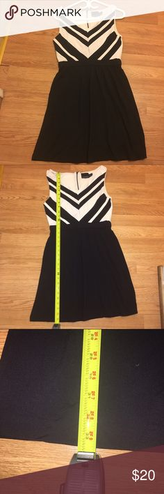 Black and white Cynthia Rowley dress Cute dress. Perfect for work. Used but in good condition. Falls a couple inches above the knee. Cynthia Rowley Dresses Midi
