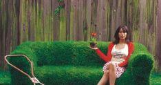 Make a living green sofa from grass!!