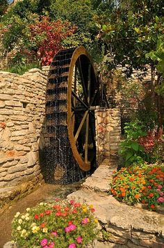 Water Wheel / Roda D' Água Old Grist Mill, Old Windmills, Flour Mill, Water Powers, Water Mill, Old Barns, Le Moulin, Covered Bridges, Water Features