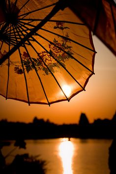 Parasol at sunset Geisha, Beautiful Sunset, Beautiful Places, Amazing Sunsets, Silhouettes, Umbrellas Parasols, Terracota, Wonders Of The World, Vietnam