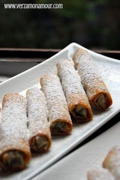 Sigarette di pasta fillo al cioccolato e nocciole con crema alla vaniglia e yogurt ~ Ricette di cucina - Le ricette di Verzamonamour.com