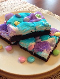 Peep Bars - too sweet. Maybe use brownies and then add the toppings. Easter Deserts, Easter Peeps, Easter Treats, Easter Bunny, Cute Easter Desserts, Easter Food, Hoppy Easter, Peeps Recipes, Easter Recipes