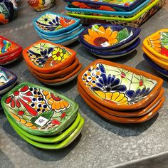 Mexican Style Decor, Mexican Kitchen Decor, Ceramic Tableware, Ceramic Clay, Pottery Painting, Ceramic Painting, Mexican Christmas Decorations, Pasta Piedra, Fiesta Kitchen