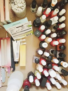 a great guide to organizing your beauty boxes when you're getting ready to move via thebeautydepartment.com/hair