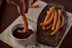 Farsangra: churros, a spanyol fánk - Dívány Churros, Chocolate Fondue, Yummy Treats, Waffles, Dessert Ideas, Cooking, Breakfast, Food, Kitchen