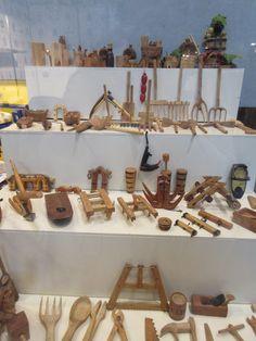 Miniaturas en madera de objetos de campo. Expuestos en Exfilna 2016