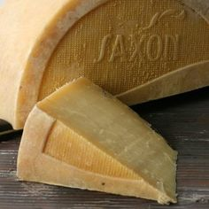Saxon Creamery Pastures Farm-Style Cheddar (Cleveland, Wisconsin) -- whole raw cow's-milk, aged 120 days