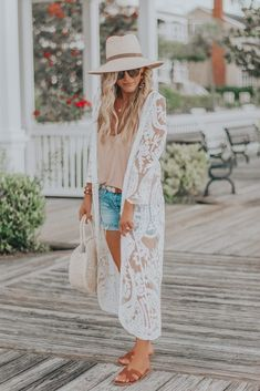 Details about this gorgeous white lace duster, which was a major budget find:) Plus some info about the Nordstrom Anniversary Sale aka White Kimono Outfit, Lace Cardigan Outfit, White Lace Kimono, Boho Outfits, Spring Outfits, Summer Photo Outfits, Fall Beach Outfits, White Summer Outfits, Woman Outfits