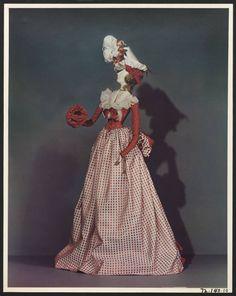 Edwardian Fashion, 1940s Fashion, French Fashion, Fashion Dolls, Frilly Dresses, Doll Dresses, Fashion Mannequin, China Dolls, Glamour