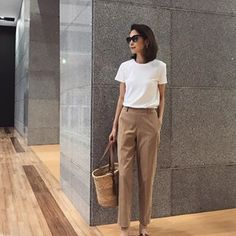 Fashion Pants, Women's Fashion Dresses, Corporate Outfits, Classy Work Outfits, Minimalist Fashion Women, Korean Street Fashion, How To Look Classy, Office Fashion, Comfortable Outfits