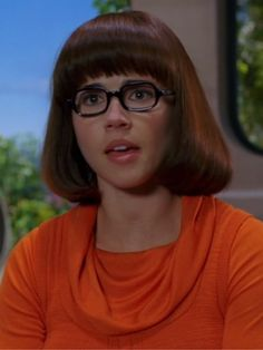 Velma Scooby Doo, Scooby Doo Movie, Scooby Doo Quotes, Sexy Velma, Pageboy Haircut, Freddie Prinze, Velma Dinkley, James Gunn, Look Alike