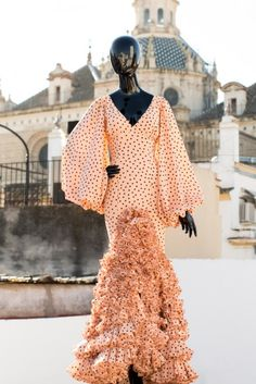 Love the sleeves Spanish Fashion, Daily Dress, Party Looks, Green Tops, Costume, African Fashion, Evening Dresses, Wrap Dress, Fashion Dresses