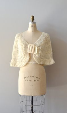 1950s wrap / knit capelet / Momento wool shrug