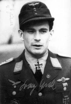 ✠ Franz Oswald (9 August 1915 - 13 January 2003) RK 24.10.1944 Hauptmann Staffelkapitän 13.(Pz.)/SG 9