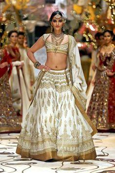 rohit-bal-india-bridal-fashion-week-2013-7