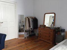 Ein schönes Möbelstück, dass für Orgnaisation sorgt, indem es Platz für Aufbewahrung bietet: Die Kleiderstange wird immer beliebter! #ideen #organisation #aufbewahrung #kleiderstange
