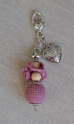 Bijou de sac avec perle au crochet entièrement fait main