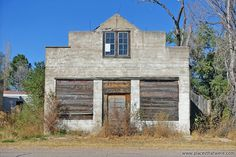Old time feel.  http://www.placesthatwere.com/2016/07/abandoned-relics-of-past-in-roscoe.html  #Nebraska #urbex #urbanexploration #ghosttowns #abandoned #abandonedplaces #Roscoe #RoscoeNE #RoscoeNebraska #decay #abandonedbuildings #derelict