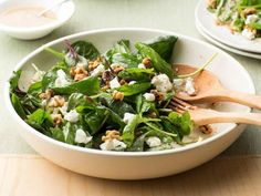 Spinach Salad with Goat Cheese and Walnuts : This green salad couldn't be simpler — or more flavorful. Just three main ingredients — baby spinach, goat cheese and walnuts — get tossed with a simple vinaigrette, made extra nutty by walnut oil. Walnut Recipes, Top Recipes, Healthy Recipes, Pear Recipes, Healthy Eats, Vegetarian Recipes, Spinach Recipes, Salad Recipes, Pear And Blue Cheese Salad