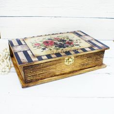 CIJ SALE Wooden Book Box for jewelry Vintage Fleur, wooden box, wedding… Altered Cigar Boxes, Decoupage Box, Decoupage Vintage, Wooden Books, Pretty Box, Pallet Art, Keepsake Boxes, Shadow Box, Painting On Wood