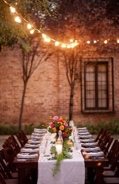 Ideas for backyard party layout rehearsal dinners Outdoor Dinner Parties, Outdoor Entertaining, Party Outdoor, Party Layout, Beautiful Table Settings, Festa Party, Al Fresco Dining, Deco Table, Outdoor Events