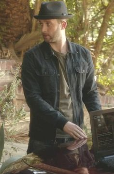 Toby Curtis in Scorpion  S01E08