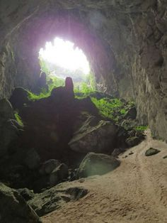 This Farmer Found A Cave And Had No Idea What It Would Contain. But The Inside Has Amazed The World (Photos)