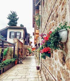 #antalyaturkey Fotoğraf  @cigdemaavci ⠀⠀⠀ ⠀⠀⠀⠀⠀⠀⠀Paylaşım ve iletişim için;⠀⠀⠀⠀ ⠀⠀   ➕ ⏩ @umutchatin ⏪ ✅✔ ⠀⠀⠀ #antalya #turkey #türkiye #kaleiçi #ışıklar  #kaş #deniz #tatil #akdeniz #yatlimanı #alanya #olimpos #lara#kepez #konyaaltı #manavgat #sideturkey #antalyadayasam #antalyaspor #ig_antalyag House Near The Sea, Leiden, Travel Around, City, Instagram Posts, Inspire, Scenery, Alanya, Cities