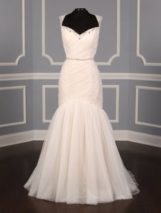 This Casablanca 2234 wedding dress is Brand New! The covered buttons and the bead work add the perfect details to this gown!#weddingdress