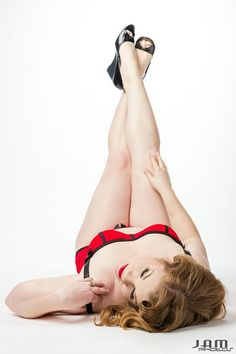 """A Love Letter to Myself: Kelly checked """"Do a pinup photo shoot"""" off her Life List. She looks amazing.  