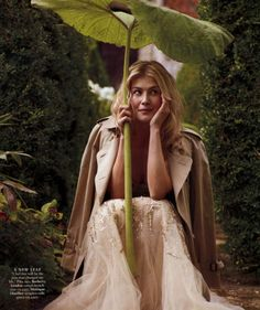 Women We Love: Rosamund Pike Photos) - Suburban Men Town And Country Magazine, Elephant Ears, English Roses, Pride And Prejudice, Get The Look, Actors & Actresses, Female Actresses, Beautiful People, Beautiful Ladies