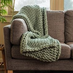 Your Lifestyle by Donna Sharp Chunky Knit Throw - Overstock - 21529411 Vogue Knitting, Arm Knitting, Knitted Blankets, Merino Wool Blanket, Throw Blankets, Throw Pillows, Chunky Knit Throw Blanket, Green Blanket, Soft And Gentle