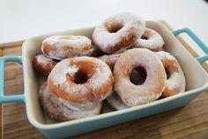 Sizlerden en çok gelen istek; donut, sonunda kanalımda:) Afiyet olsun! Malzemeler: 300 gram Un 125 ml Ilık Süt 1 adet Yumurta 3 yemek kaşığı Tereyağı (40 gra...