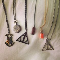 Harry Potter jewelry--Want! Anel Harry Potter, Harry Potter Necklace, Harry Potter Love, Harry Potter Merchandise, Harry Potter Outfits, Jarry Potter, Harry Potter Accesorios, Deathly Hallows Necklace, Fandom Jewelry