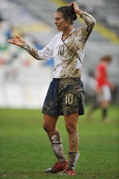 Haha Carli Lloyd! She only has mud on half of her body!!!