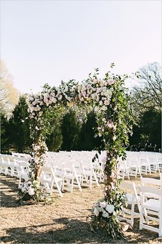 floral arch for wedding ceremony @weddingchicks