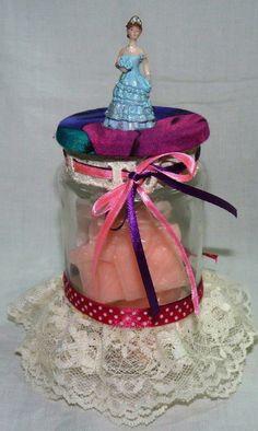 Feliz 15 Años!!  un delicado presente con  colores y fragancias juveniles, jaboncitos en forma de una cajita de regalos!!