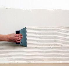 Pose carrelage mural 3 Basement Remodel Diy, Basement Remodeling, Plastic Cutting Board, Woodworking Plans, Construction, Dressings, Walls, Houses, Interiors