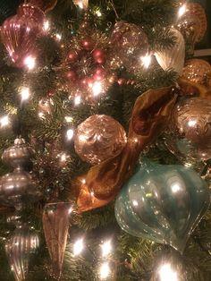 Christmas ornament vignette Christmas Vignette, Christmas Tree, Christmas Ornaments, Vignettes, Holiday Decor, Home Decor, Teal Christmas Tree, Decoration Home, Room Decor