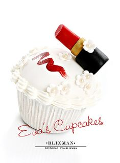Cupcake with lipstick by Eva Blixman, via Flickr