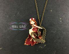 Petite chibi en robe rouge et or / doré sur son par AkikosWorld