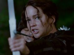 The New Hunger Games 2011 Official Trailer! This teaser trailer gives The Hunger Games fans a first look at the film that stars Jennifer Lawrence, Josh Hutch. Hunger Games Trailer, Hunger Games Facts, Hunger Games Movies, Hunger Games Humor, Hunger Games Trilogy, Jack Sparrow, Team Gale, Sophie's World, Jennifer Lawrence Photos