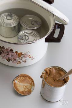 Dulce de leche is een zijdezachte karamelpasta die je in veel verschillende recepten kan gebruiken en is makkelijk zelf te maken!