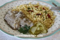 Russian Baked Chicken Livers with Onion Recipe - Gala in the kitchen Chicken Liver Recipes, Onion Recipes, Live Chicken, Liver And Onions, How To Cook Liver, Italian Recipes, Italian Foods, Chicken Livers, Tasty Dishes