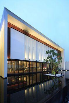 Sistema Secundário; Iluminação Arquitetônica: de fachada; alguns elementos com luz de destaque.