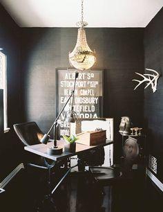 einige Zimmer schwarz streichen