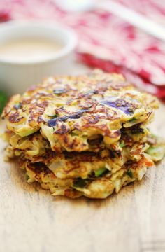 Cabbage Pancakes with Spicy Yogurt Soy Dipping Sauce (low-carb interpretation of a classic Japanese dish, okonomiyaki) healthy food Shredded Cabbage Recipes, Easy Cabbage Recipes, Vegetable Recipes, Vegetarian Recipes, Healthy Food Blogs, Healthy Recipes, Healthy Snacks, Healthy Lifestyle, Low Carb Recipes