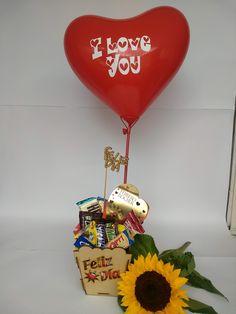 ¡¡¡REGALO DE INFARTO!!!🎁🎉💖 DESAYUNOS Y REGALOS SORPRESAS. Visita nuestra página web 👇👇👇👇👇 www.desayunosysorpresasvip.com #anchetas #regalos #amor #desayunos #sorpresa #peluche #flores #desayunosorpresas #tequieromucho #teamo #chocolate #juntos #love #gifts #surprise #together #togetherforever #feelingood #feeling #flowers #bogota #payu #pagosonline #champagne #ferrerorocher Meraki, Valentine Gifts, Wine Glass, Origami, Champagne, Christmas Ornaments, Holiday Decor, Tableware, Party